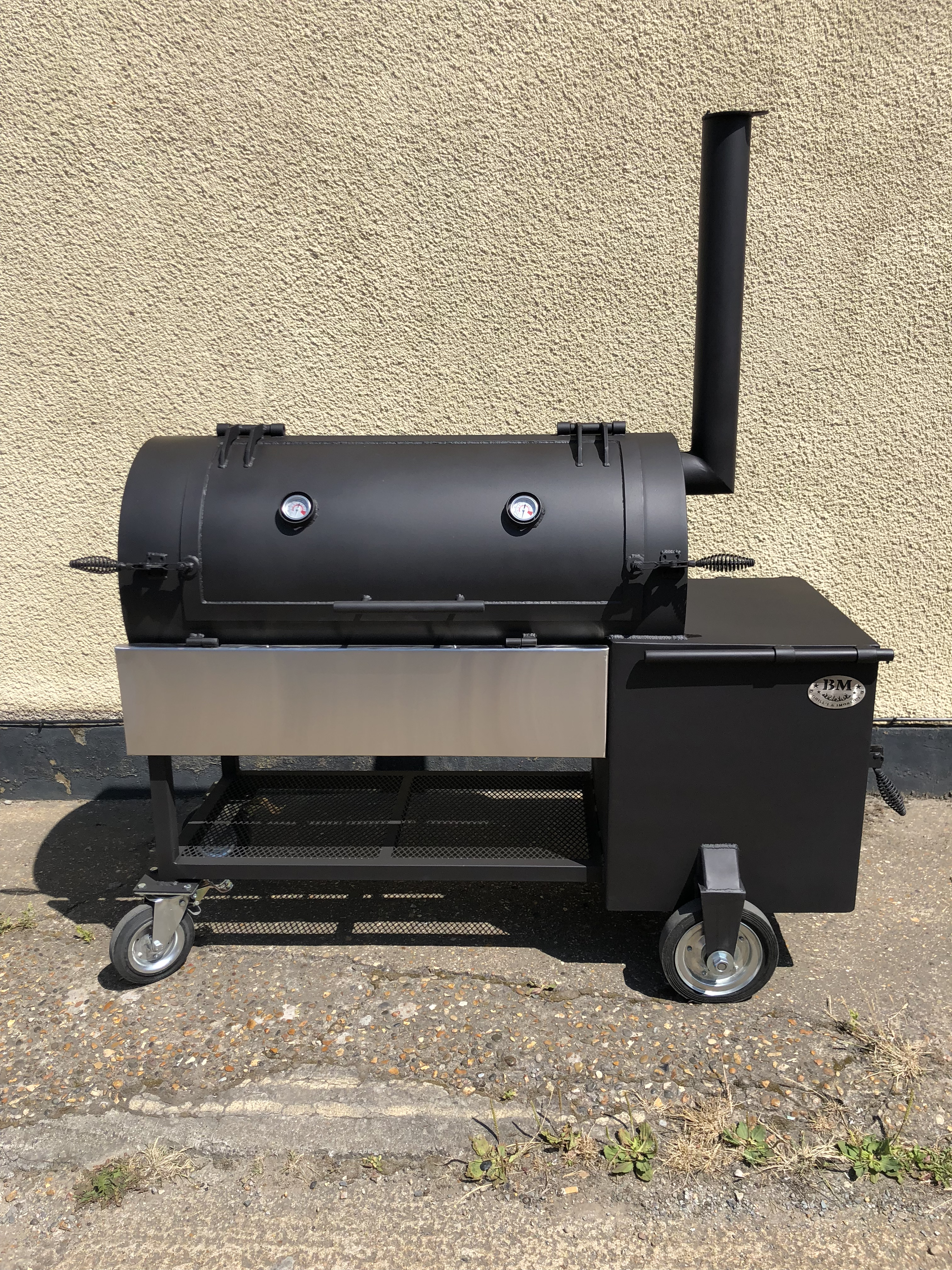 """BM S-4""  reverse flow offset smoker(New)"